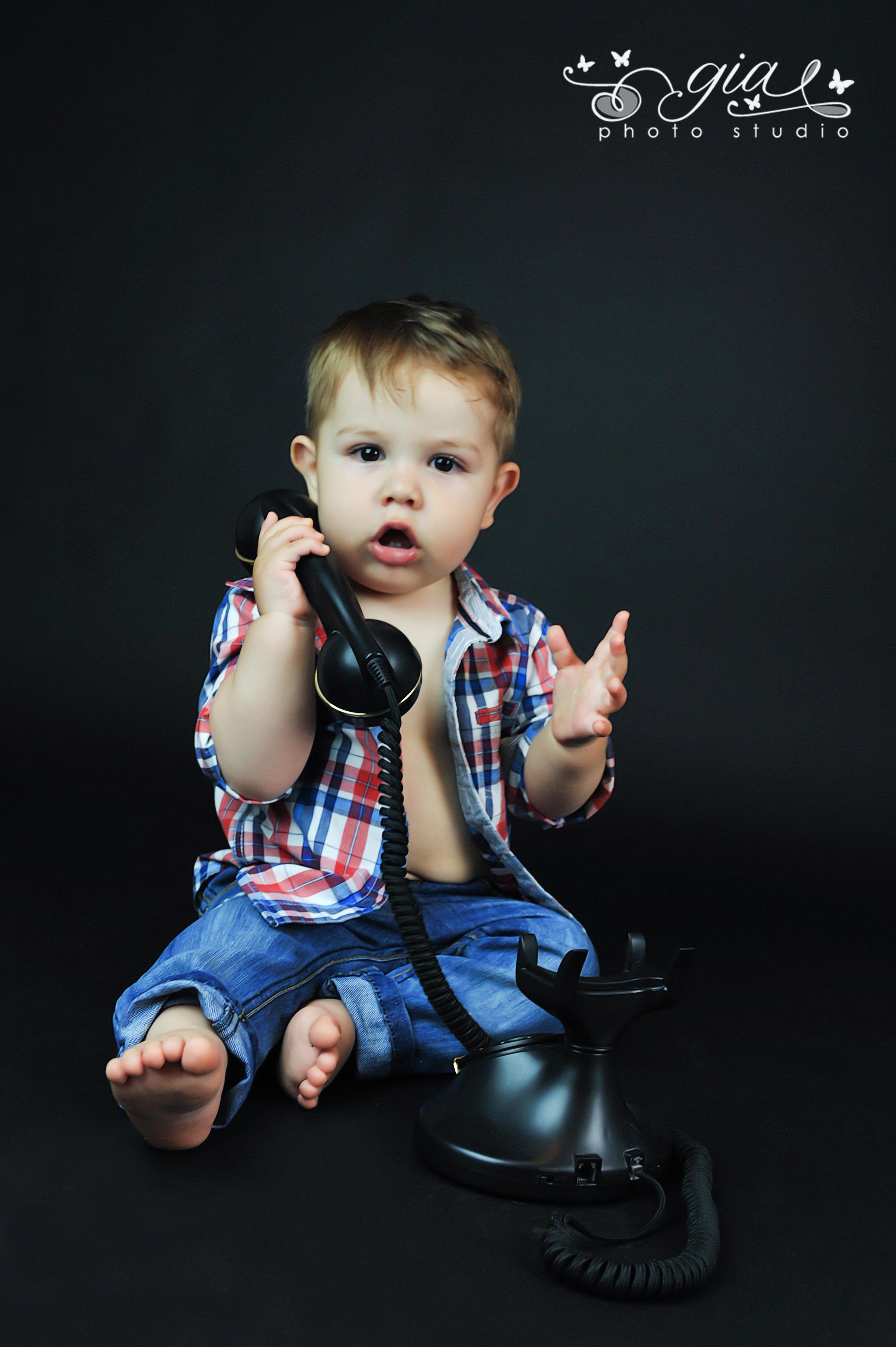Alo, bebe la telefon, aici e studioul GIA?